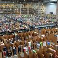 In britischen Amazon-Lagerhäusern soll ein erhöhtes Unfallrisiko bestehen (im Bild ein spanisches Amazon-Lagerhaus) (Bild: Wikipedia/ CC)