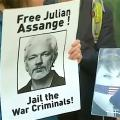 Julian Assange: Demonstranten verlangten im Mai die Freilassung (Bild: Youtube-Screenshot)