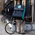 Deliveroo-Zusteller in London (Bild: Wikipedia/ Monsieur J.)