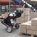 Neuer Laufroboter 'Handle 2.0' ergreift einen Karton (Foto: youtube.com)