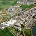 Luftaufnahmen des Merck-Werkes in Gernsheim (© Merck KGaA CC by ca 3.0)