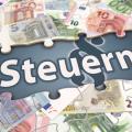 Steuern: Kritik an Betrugsmelde-App (Bild: Fotolia Bluedesign)