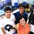 Spass beim Testen: die Forscher und ihr neues VR-Game (Foto: nus.edu.sg)