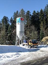 Auch im Winter gewährleisten die Schweizer Salinen die Versorgungssicherheit, wie hier mit dem Salzsilo (Bild: zVg)