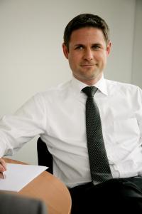 Marc Lutz, Chef von Hays Schweiz, sieht die Nachfrage nach Fachkräften in allen Branchen weiter auf hohem Niveau (Bild: zVg)
